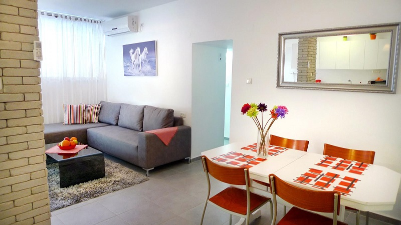 Daily Rent Apartment In Bat Yam Living Room